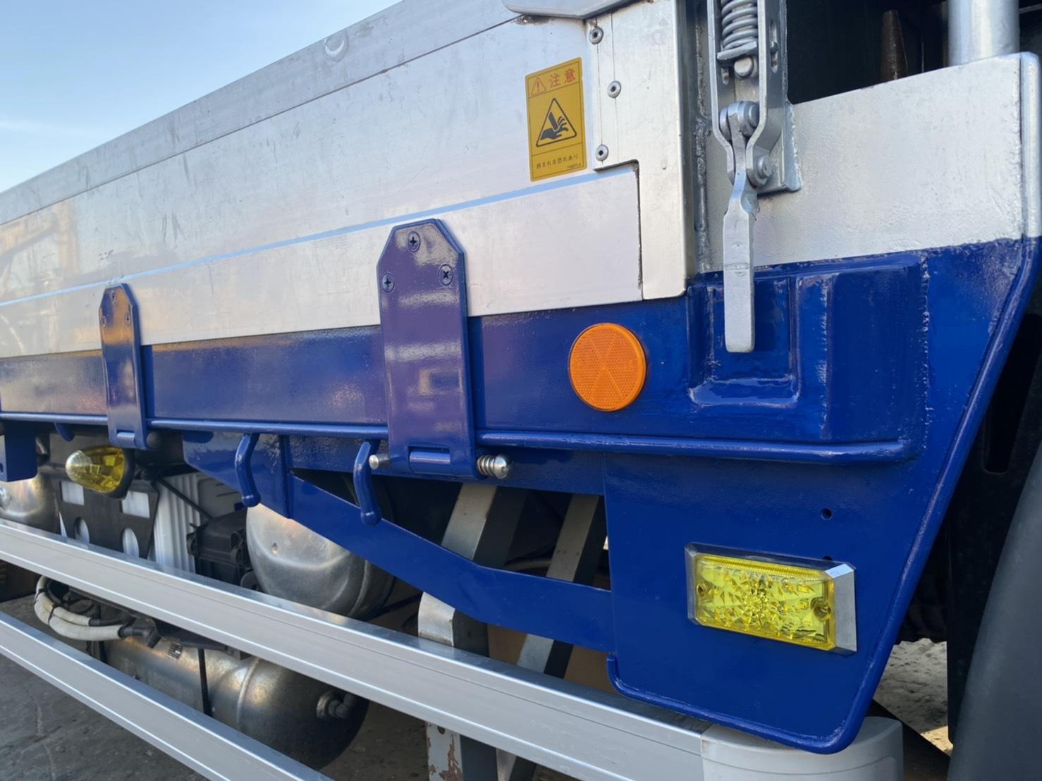 レーザブラスト併用にてトラックの台車を塗装!